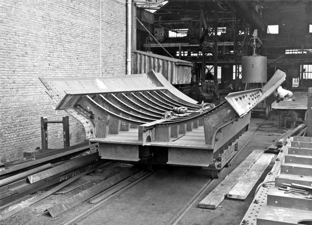 Dolna część mającego powstać polskiego okrętu podwodnego ORP Orzel w stoczni De Schelde w 1936 r.