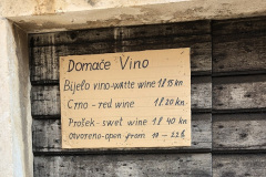 Kupujemy-wino-Komiza-Croatia