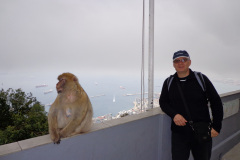 Krzysztof-Wojdan-i-Magoty-na-Gibraltarze-STS-kpt.-Borchardt