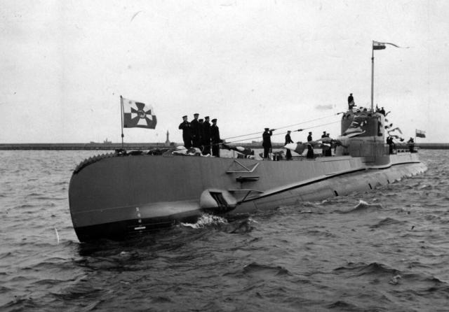 ORP Orzeł wpływa do Gdyni